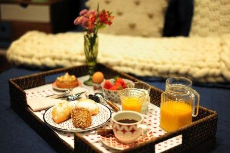 cafe-da-manha-na-cama-romantica-para-o-marido-café-da-manhã-na-cama-surpresa-cafe-de-manhã-cafe-na-cama