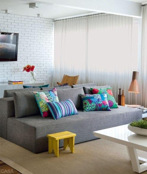 abre-como-combinar-sofa-tapete-e-cortina.jpg